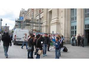6186075-This_is_one_of_the_gangs_at_Gare_du_Nord_Paris